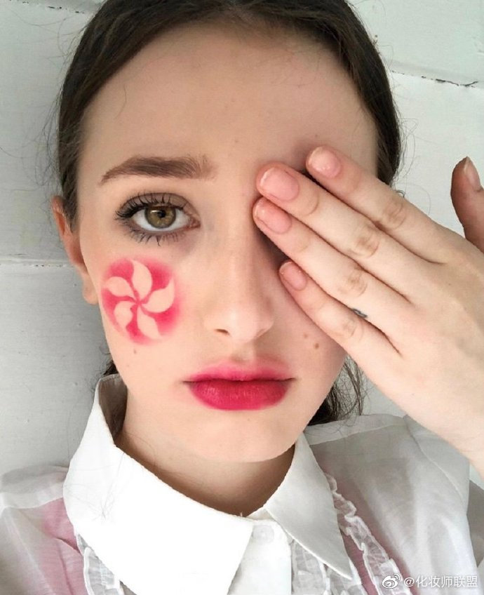 大眼美人NinaDemont的趣味妆容合集。