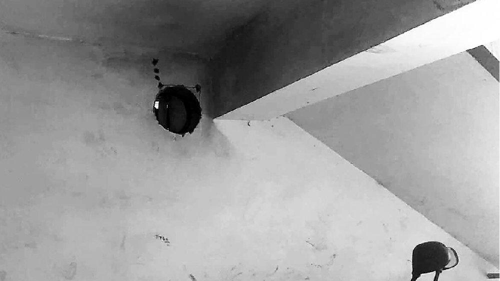 新华区东泰花园小区:车库改成棋牌室并向楼道内排烟