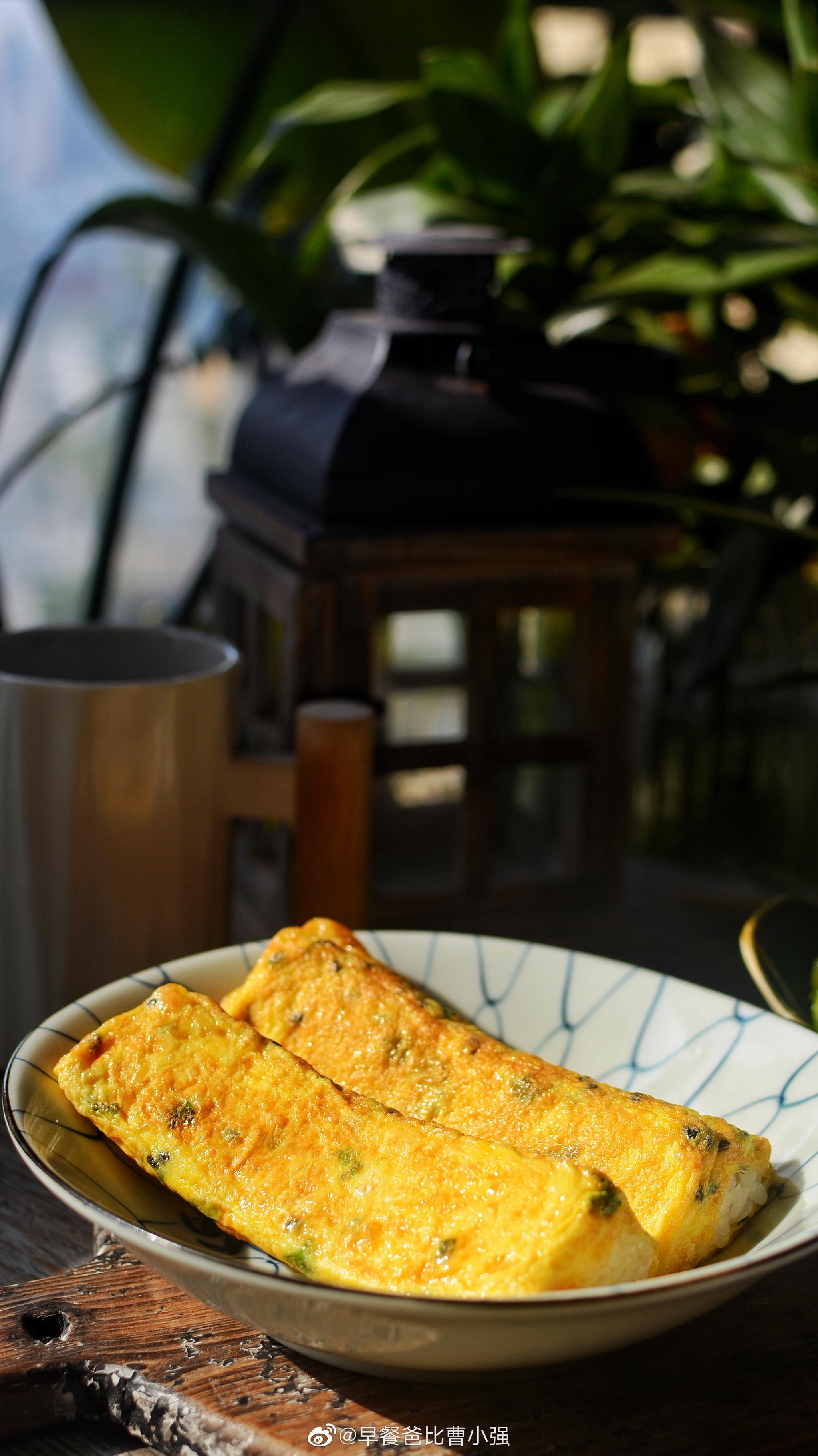 今天早餐鸡蛋饭卷猕猴桃牛奶大家早安 周六愉快 宁波今天又是