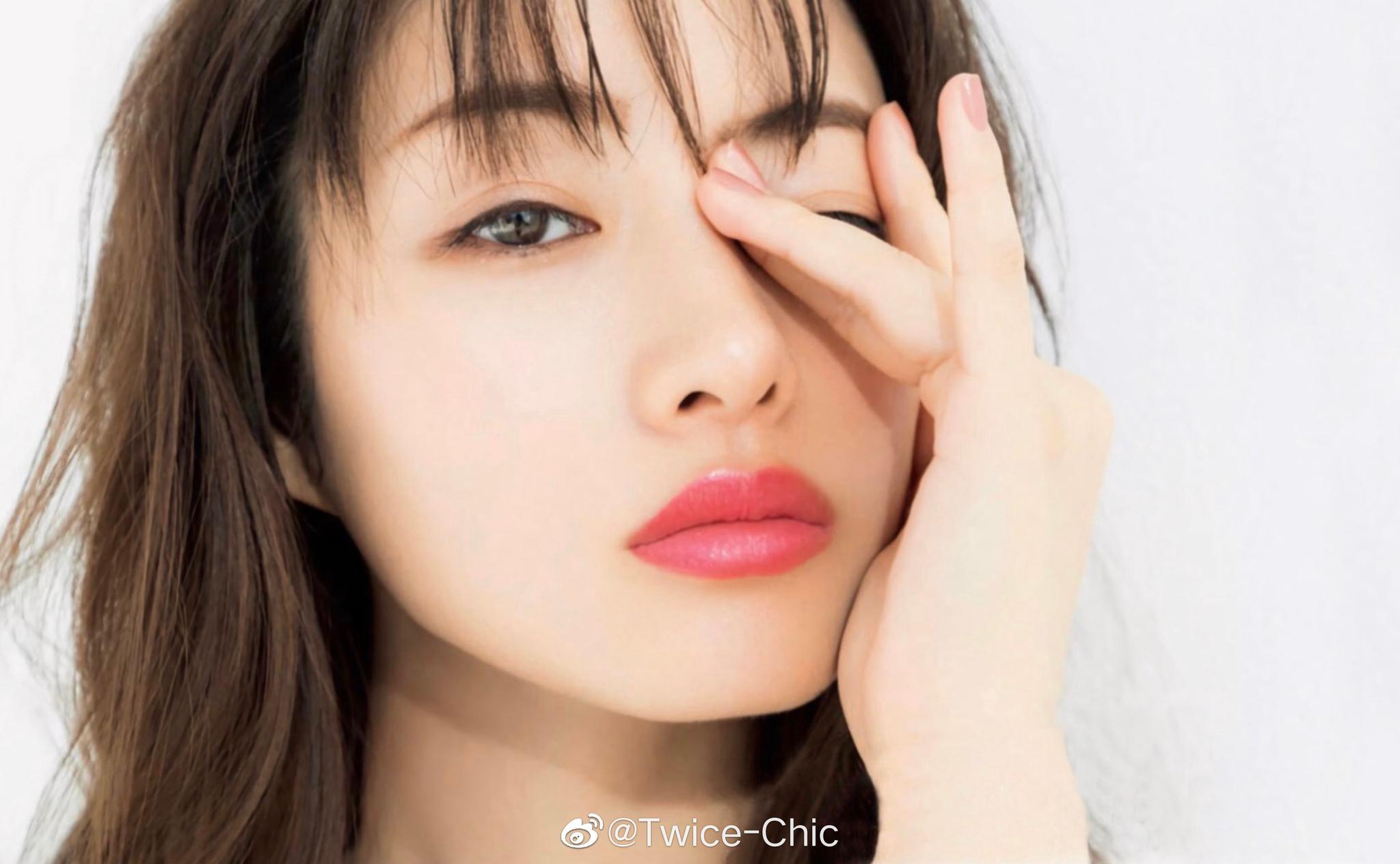 石原里美 x MAQUIA 5月刊 | 啫喱草莓唇,柳叶弯月眉