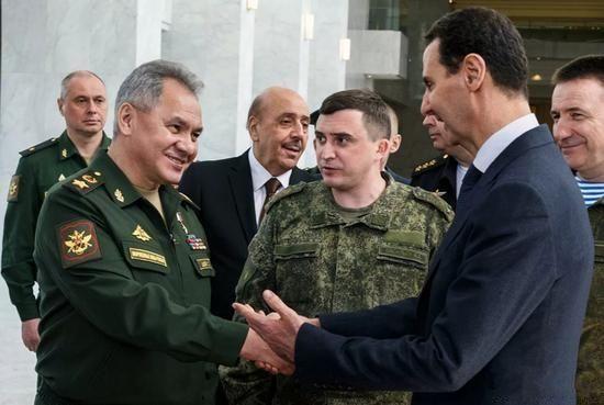 病毒打乱军事部署,美军轰炸机失望而归,俄罗斯趁机南下突围