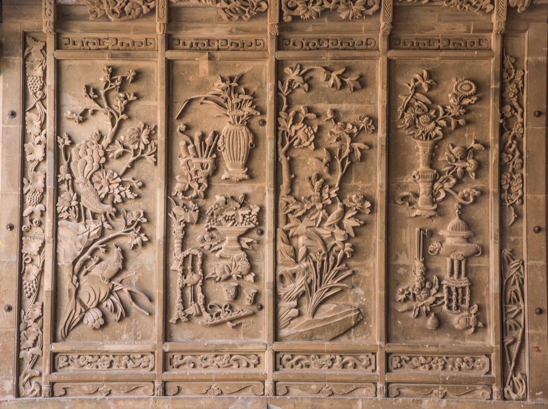 青海洪水泉清真寺的清代砖雕,非常的精美,还是传统的纹样