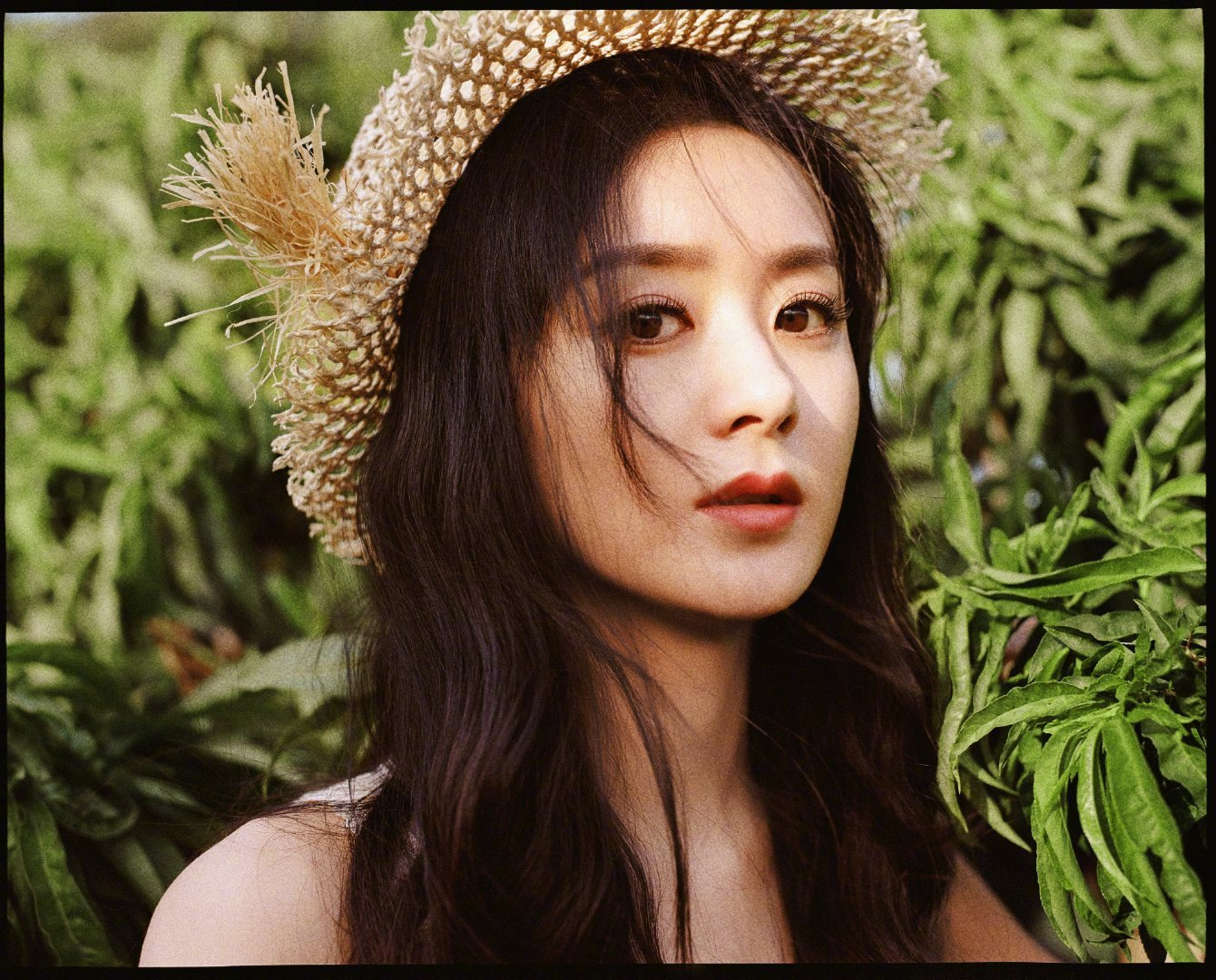 夏日甜美精灵公主@赵丽颖 来啦 丽颖一身极具清新风格的雏菊短裙