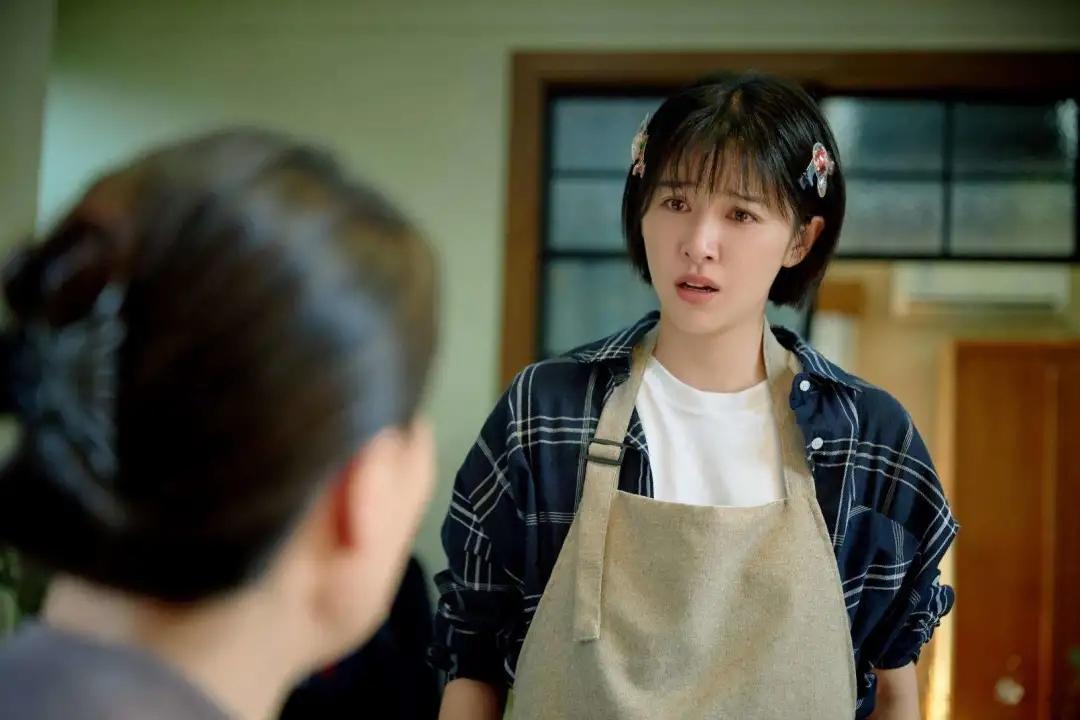 最近大热的影视剧《亲爱的自己》中,有一个全职妈妈,叫张芝芝