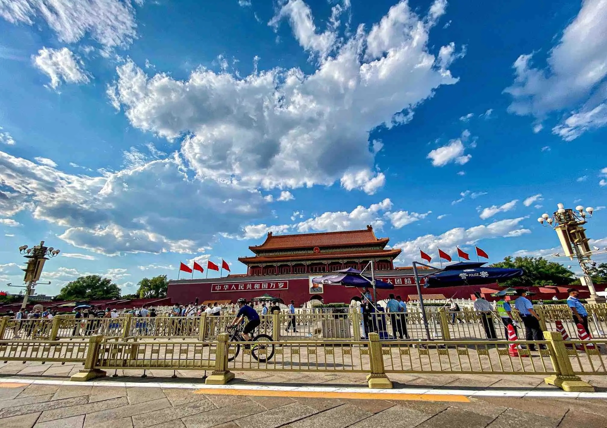 昨日的北京天安门广场,蓝天白云真的很美。