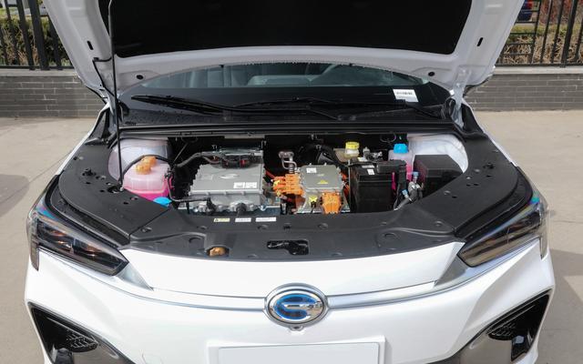 15万预算新能源,选择纯电还是混动?卡罗拉双擎PK埃安S谁能赢?