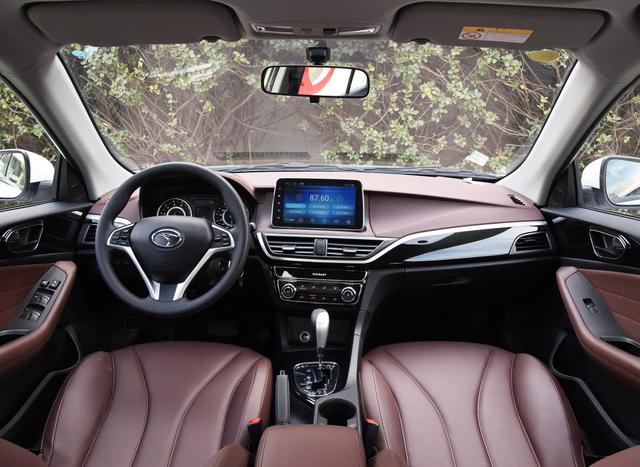 4.99万的轿车,配三菱的发动机,全系四轮独立悬架,适合新手练车