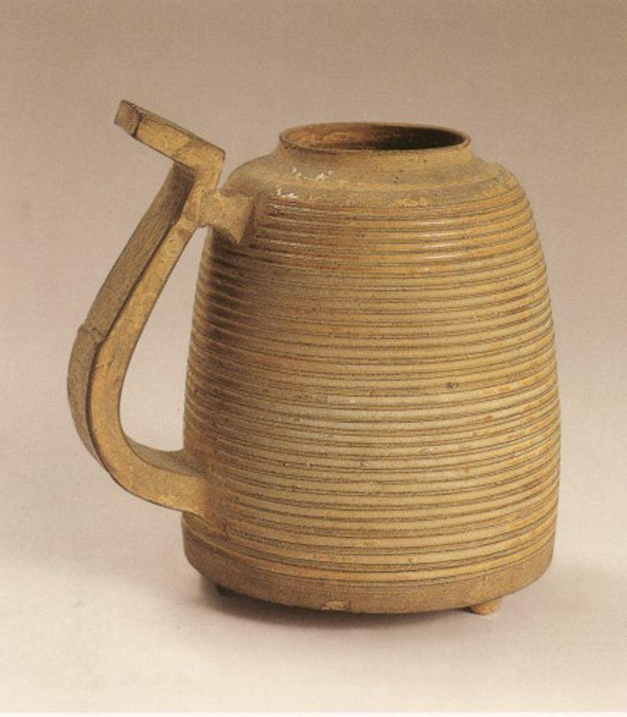 上海博物馆这件战国原始瓷青釉弦纹杯,不标年代