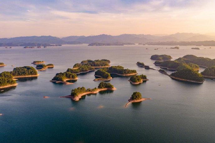 杭州千岛湖与加拿大渥太华西南200多千米的金斯顿千岛湖、湖北黄石阳