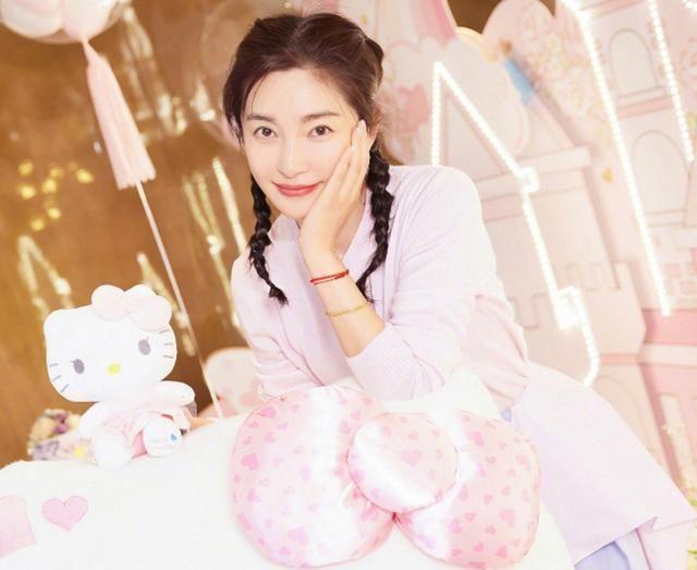 赵丽颖为李冰冰庆生,两人同卖萌非常养眼,但确定有相差15岁?