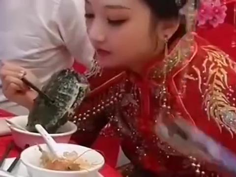 办喜酒这天,新娘子在饭桌上的吃相,一看就是场面人!
