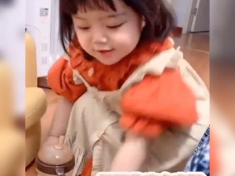 2岁萌娃模仿妈妈说话语气,开始教育起大人来,网友:学到了精髓