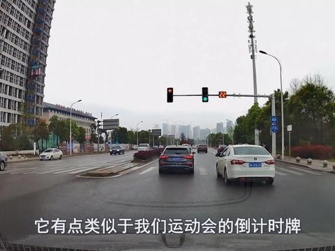 新国标红绿灯取消倒计时读秒,很多司机都懵了,到底是啥意思