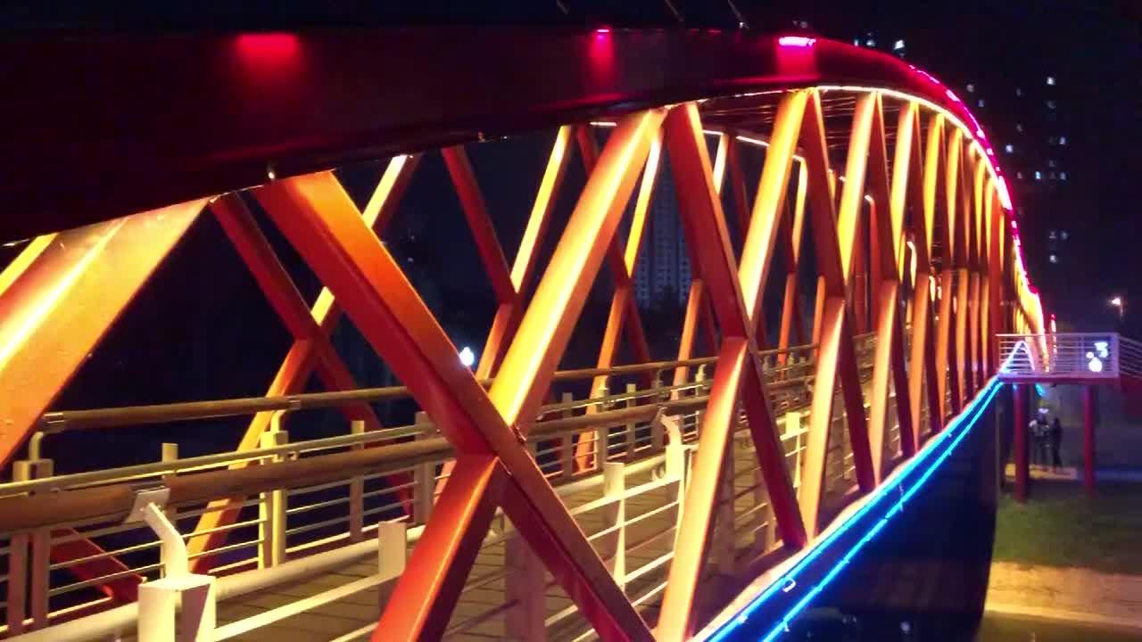 寒露之夜,禹城泺清河国家水利风景区彩虹桥边感受深秋静谧