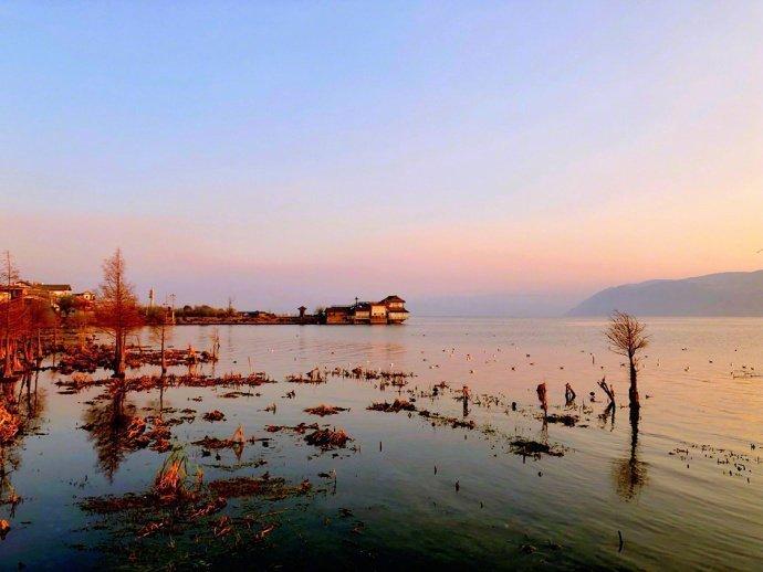 和喜欢的人,去洱海吹吹风,看日出日落,便是人生一件幸事