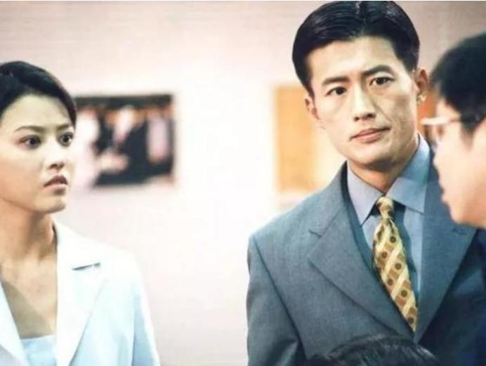 """天悦平台刚出道""""攀上""""当红的江珊,如今再娶小16岁富婆,一顿饭1.2万"""