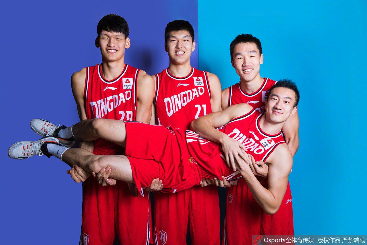 @青岛国信海天篮球俱乐部 新赛季搞怪定妆照,小伙子们太可爱了