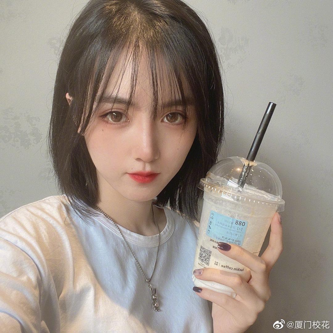 她叫郝忱熙,04年,21届表演艺考生,身高168cm,你喜欢吗?