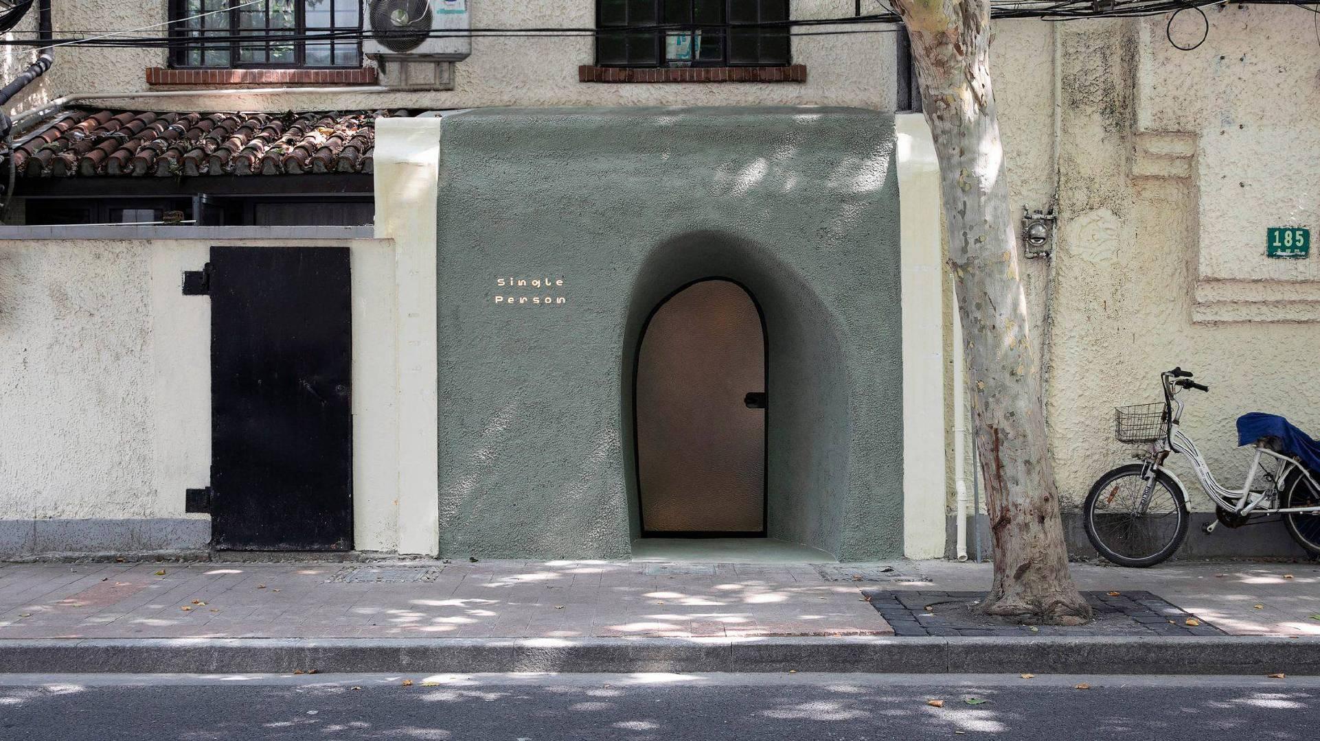 洞穴画廊室内设计工作室 Offhand Practice 在上海画廊内创建了带纹