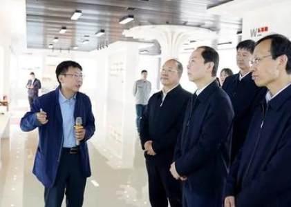 长治市市委副书记、代市长王俊飚一行到潞安化工集团煤基清洁能源公司调研