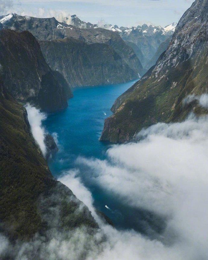 新西兰 奎尔湖,米尔福德峡湾中的高山湖泊~~太美了