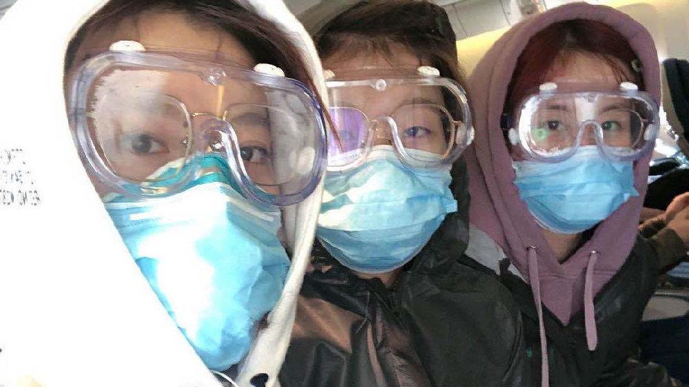 """3个检疫标签、4张健康申报表、6次体温测试:海外留学生的""""流浪地球"""