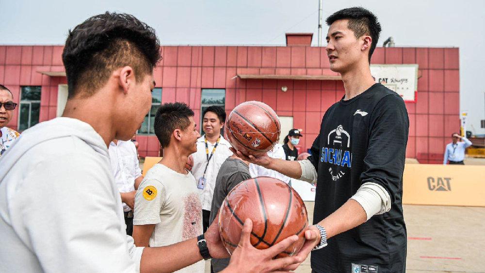 朱松玮、景菡一、袁堂文现身球迷见面会,对荣誉的饥渴感促使他们奋进