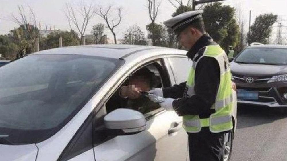 多地严查汽车盖停行为,违者直接扣12分罚款6000元!