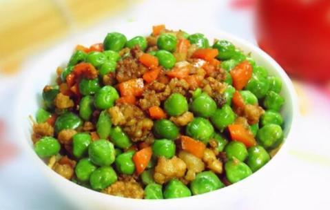 豌豆炒肉末的正确做法,豌豆翠绿不发黄,酱香入味,一大盘不够吃