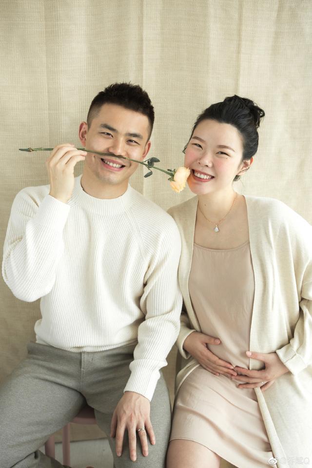 国羽奥运冠军分享怀孕喜讯,夫妻俩郎才女貌恩爱有加