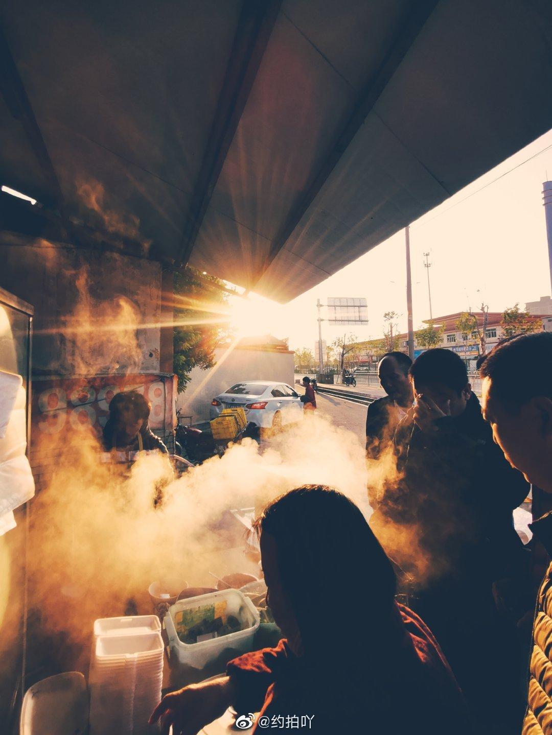 食一碗人间烟火,饮几杯世态炎凉。器材:华为p30 @微博摄影