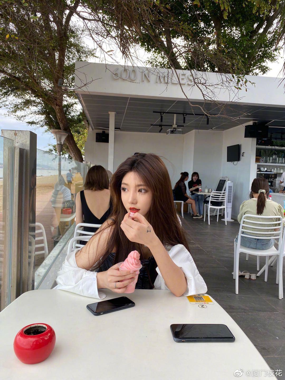 她叫雯雯,身高168cm,摩羯座,很可爱的女生,你觉得几分呢?