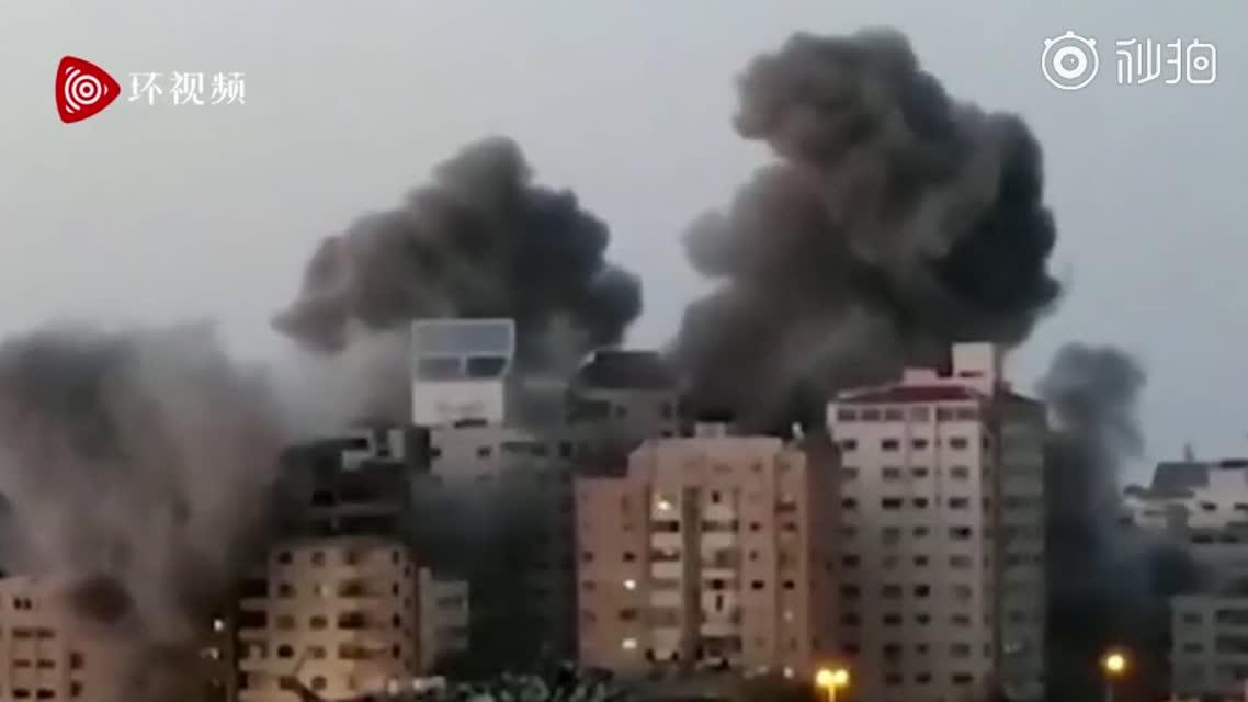 巴以冲突升级!以色列空袭加沙地带,一座13层楼住宅被击中,瞬间倒塌