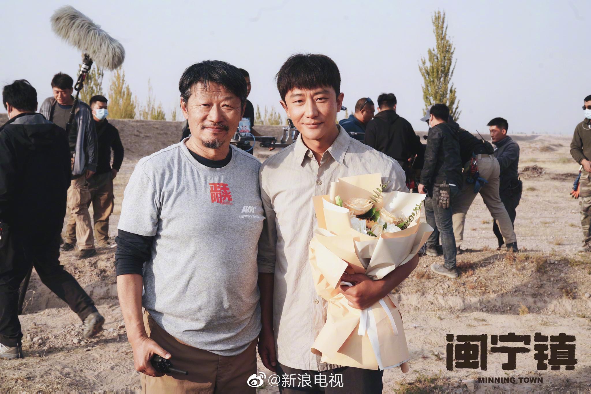 正午阳光出品,孔笙、孙墨龙指导的电视剧《闽宁镇》今日杀青