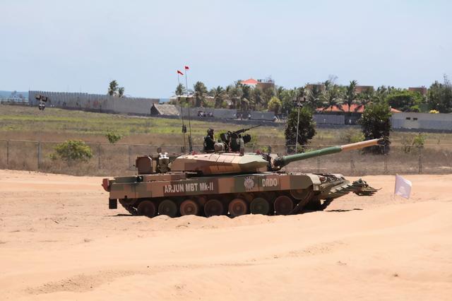 美媒分析中印边境坦克照片:15式火力弱但高原作战能力远超印度