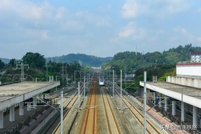 雅安至重庆北直达动车发车时间调整为14时59分