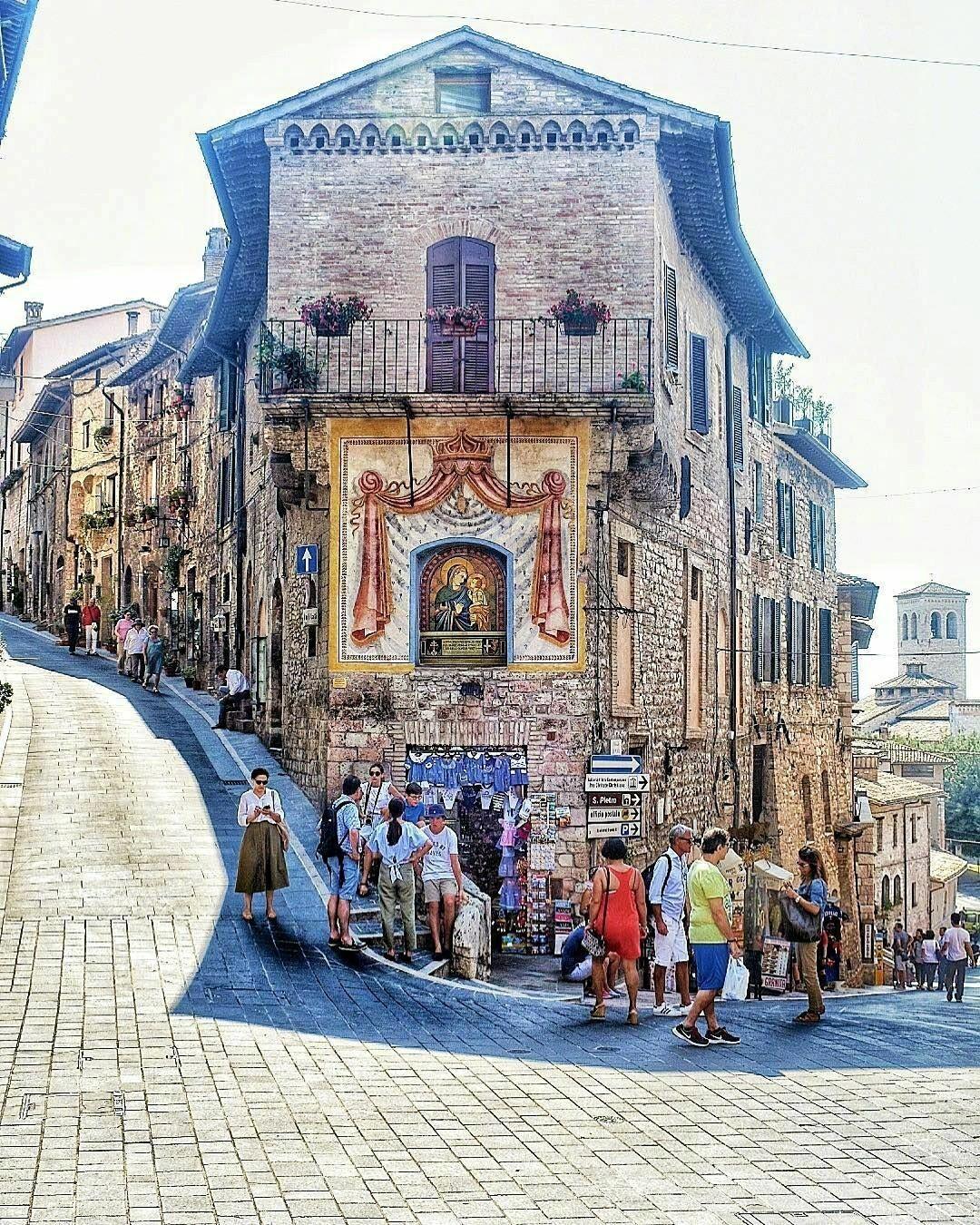 一座中世纪圣城,欧洲天主教徒朝圣之地——意大利佩鲁贾省阿西西。