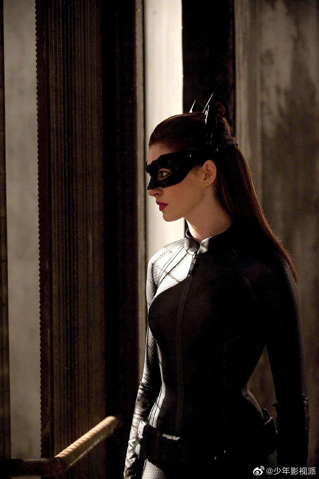 安妮·海瑟薇讲述跟克里斯托弗·诺兰拍《蝙蝠侠》系列共事的经历