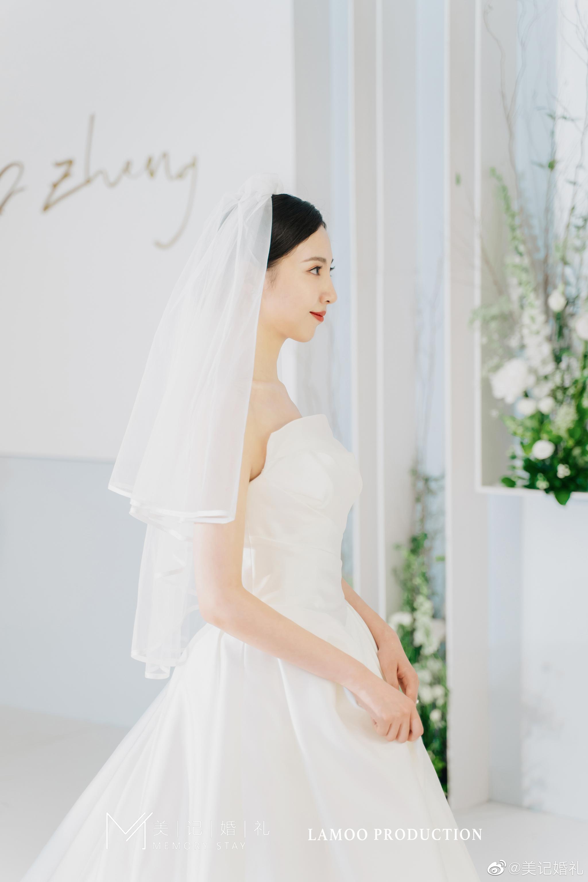每个姑娘心中都有一个神圣纯洁的婚礼干净简洁 清新时尚  婚礼
