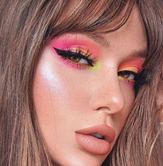这粉嫩粉嫩的妆容真的好少女呀~  日常出街