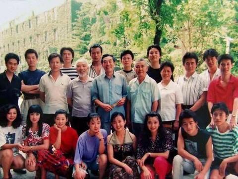 1998年,李海洋倒贴5000元嫁何冰,他37岁才成名,52岁遭千条恶评