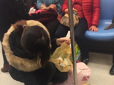 地铁上,这位妈妈火了!网友:有这样的妈妈,孩子将来不优秀才怪