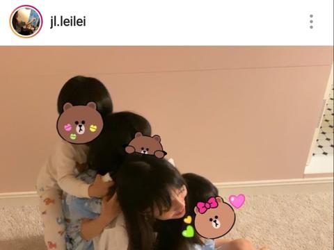 王力宏娇妻李靓蕾晒温馨日常,被三个儿女环绕,累却幸福着