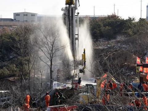 山东笏山金矿事故又发现一名被困人员,准备升井