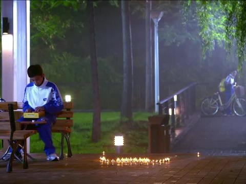 远的要命的爱情:吴磊给李兰迪摆蜡烛过生日,谁料被她妈妈撞见