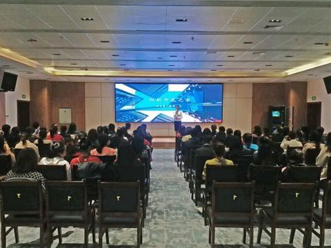 阳新新闻:县政数局对市民之家窗口人员开展礼仪培训