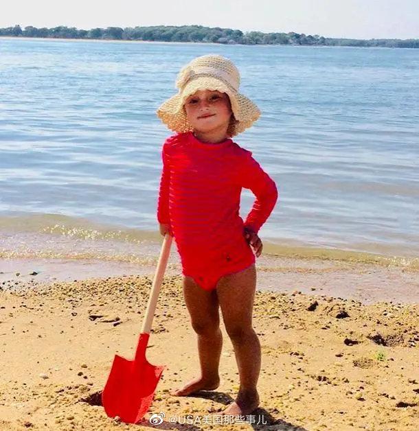 美国第一千金伊万卡在女儿节当天晒出了9岁阿拉贝拉的一组罕见照片