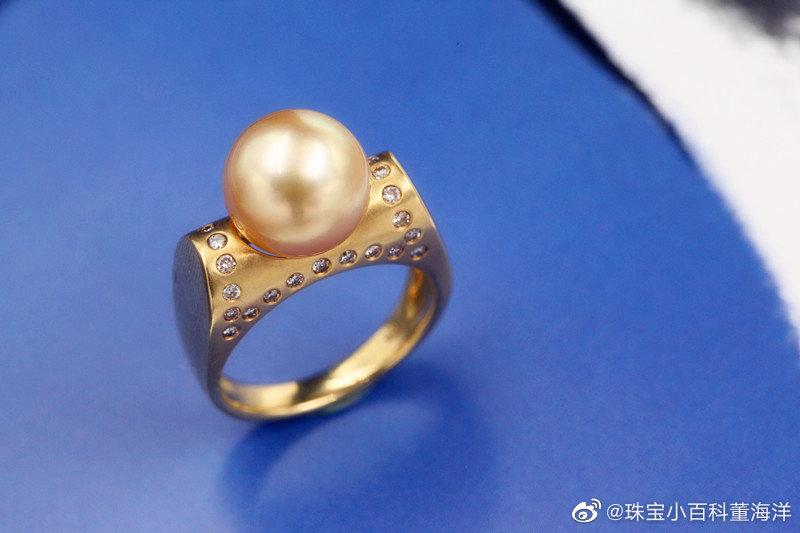 六月份的崽在庆祝生日的时候除了珍珠,还可以选择月光石。