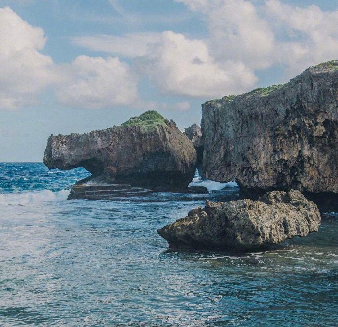 鳄鱼头海滩丨位于塞班岛的北部,因形似鳄鱼而得名,远远望过去