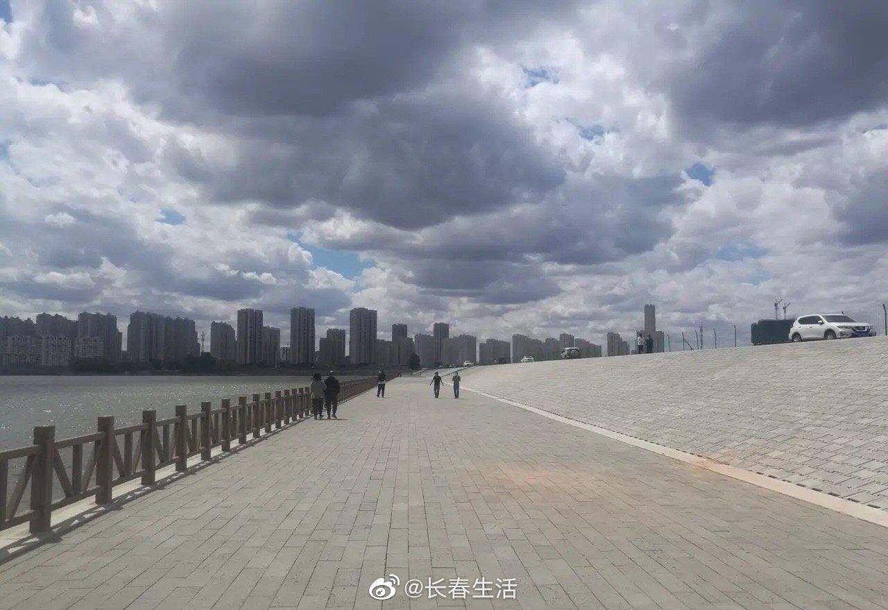 网友爆料:八一水库大坝禁止翻越护栏和水边钓鱼